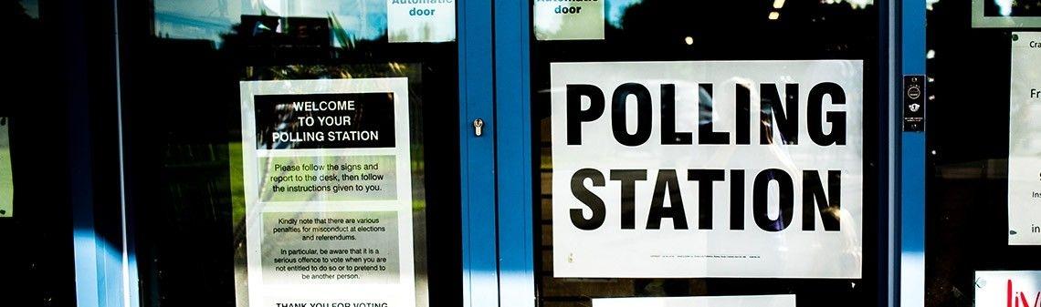Shiny, polls andinteractive ggplot2